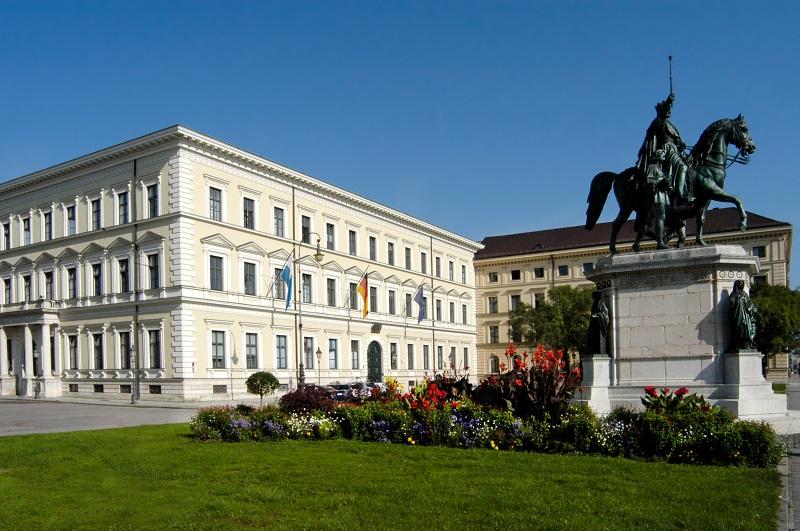 Gebäudeansicht des Bayerischen Staatsministeriums der Finanzen und für Heimat